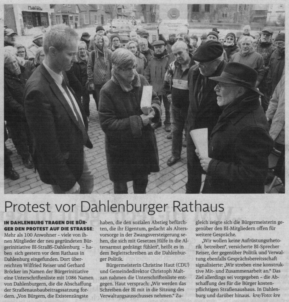 Protest vor Dahlenburger Rathaus